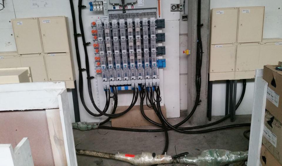Réaliser hors tension des accessoires sur câbles BT à isolation papier et synthétique.